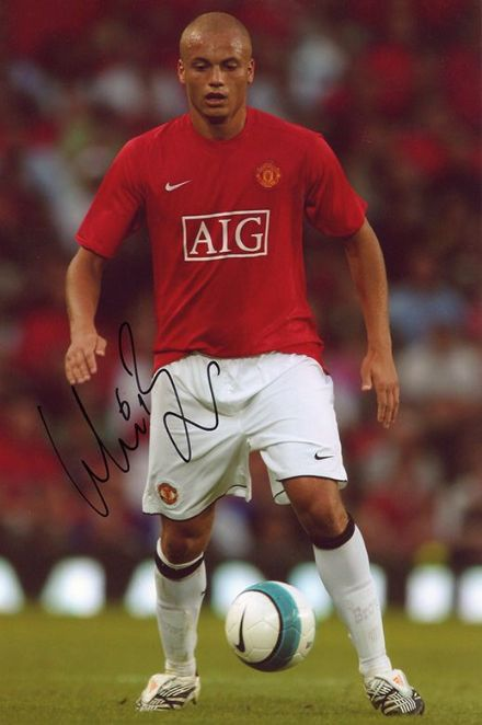 Wes Brown, Manchester Utd & England, signed 12x8 inch photo.